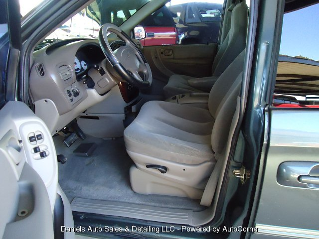 2002 Chrysler TOWN & COUNTRY LX
